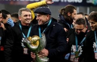 Avcı kupayı Trabzon taraftarlarına armağan etti