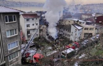 Beyoğlu'nda bina alev alev yandı