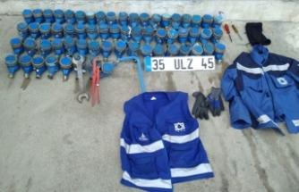 İzmir'de belediye çalışanı su sayaçlarını çalarken yakalandı
