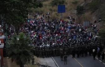 Ordu müdahale etti, 9 bin kişi askerden duvarı böyle aştı