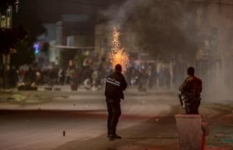 Tunus'ta halk sokağa döküldü
