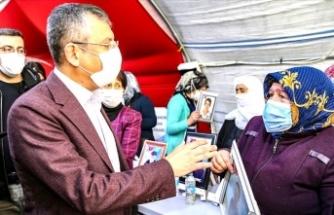 Diyarbakır annelerinden CHP'li Özgür ve Sezgin Tanrıkulu'na HDP tepkisi