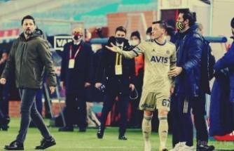 Mesut Özil'den Erol Bulut'a flaş tepki