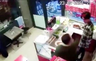 Sipariş ettiği çiğ köfte 'acılı' diyerek çalışanı dövdü
