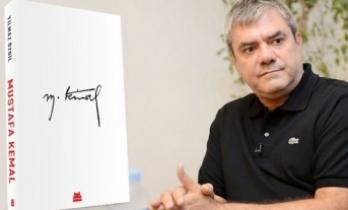 Özdil'in kitabı alışveriş sitelerinde 25 bin TL'ye satılmaya başlandı