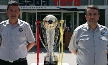 Galatasaray'ın şampiyonluk kupası İstanbul'a götürülüyor
