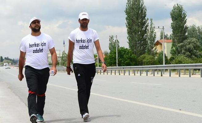 CHP'li belediyeyi protesto eden işçilerin yürüyüşü devam ediyor
