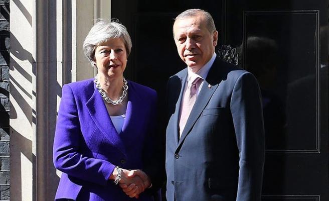 Başkan Erdoğan, İngiltere Başbakanı May ile telefonda görüştü