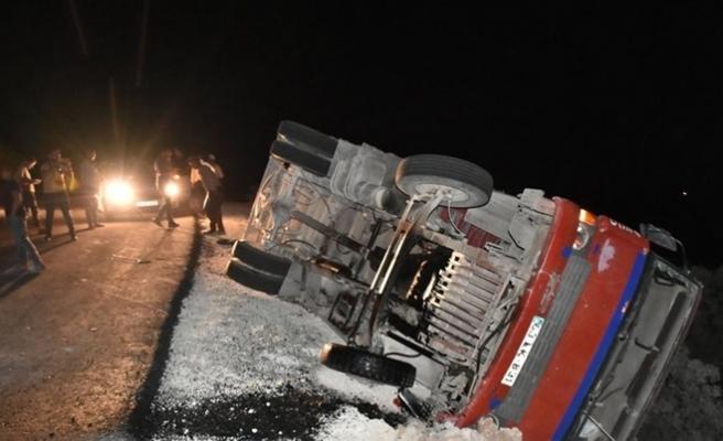 Tarım işçilerini taşıyan kamyon devrildi: 17 yaralı