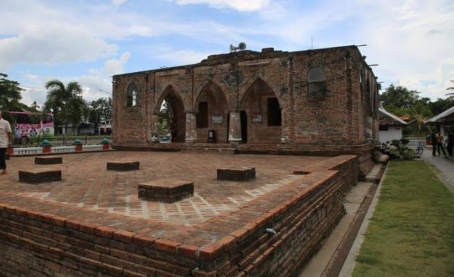 Kardeşlerin iktidar kavgası camiyi kubbesiz bıraktı
