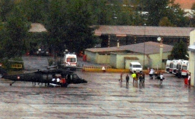 Özel harekat polislerini taşıyan zırhlı araç kaza yaptı