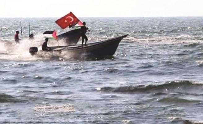 Akdeniz'de Türk bayrağını dalgalandırdılar