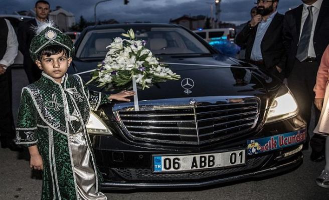 15 Temmuz şehidini oğlu için makam arabasını verdi
