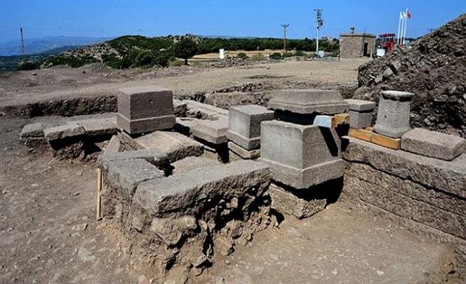 2 bin 300 yıllık aile mezarı bulundu