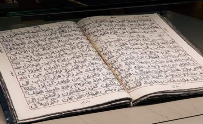 32 yılda yapılan el nakışı Kuran