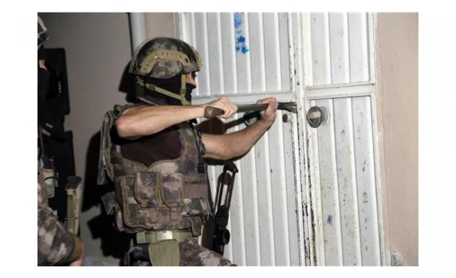 Adana'da sosyal medya propagandacılarına şafak operasyonu