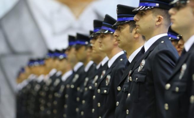 Polise, korucuya, askere müjde