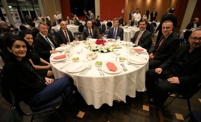 Berlin Büyükelçisi'nden 'aşure sofrası'