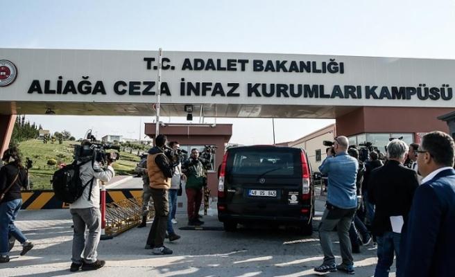 Türkiye ile ABD arasında gerilime neden olan misyoner rahip hakkında karar çıktı. Üç yıl hapis cezasına çarptırılan rahip yattığı süre göz önünde bulundurularak serbest bırakıldı
