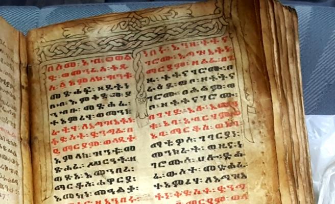 Ceylan derisine yazılı İbranice tarihi kitabı satacaklardı