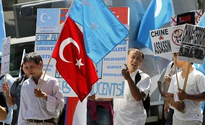 Çin toplama kamplarını yasallaştırıyor