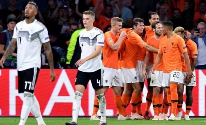 Hollanda, Almanya'yı 3-0 yendi