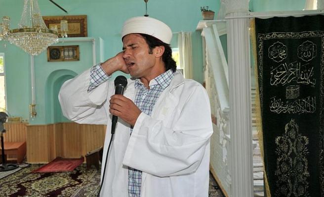 'Rockçı imam' ihraç edildi