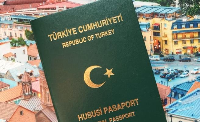 Sanatçıya yeşil pasaport
