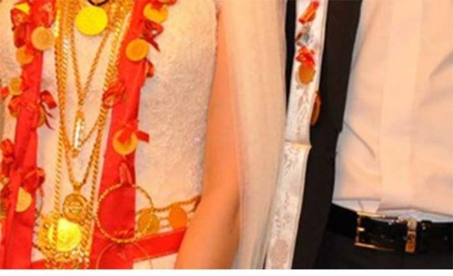 Düğününe gelmedi diye taktığı altını icra yoluyla geri aldı