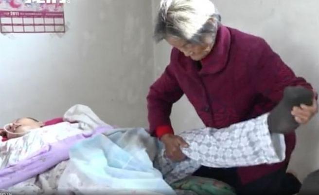 Aç kalmasına rağmen 12 yıl baktığı oğlu, komadan uyandı