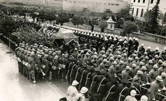 Atatürk'ün cenaze namazında Türkçe ezan