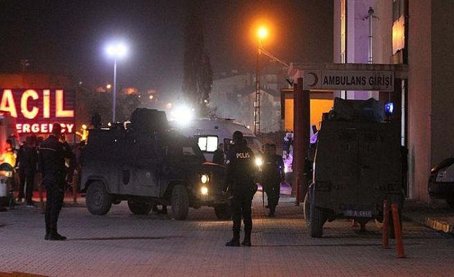 Hakkari'de mühimmat patladı, yaralı ve kayıp askerler var