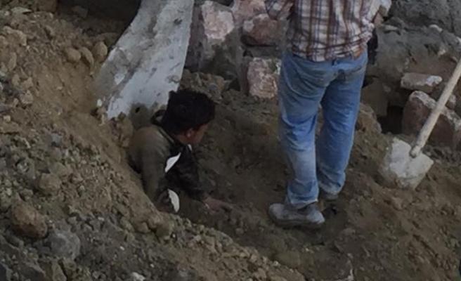 15 yaşındaki çocuk işçi göçük altında kaldı
