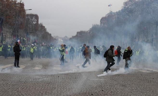 Fransa'daki gösterilerde 3'ü polis 30 kişi yaralandı