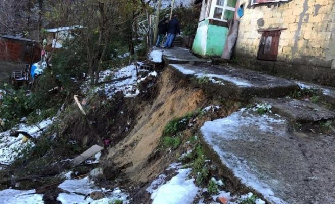 Zonguldak'ta heyelan nedeniyle 11 ev boşaltıldı