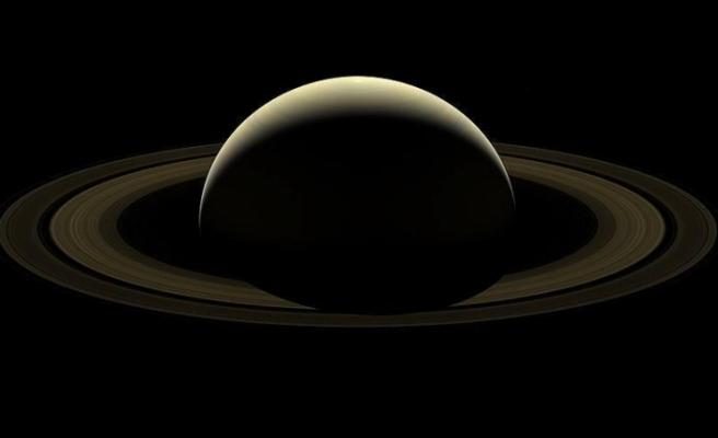 Satürn'ün halkaları hızla yok oluyor