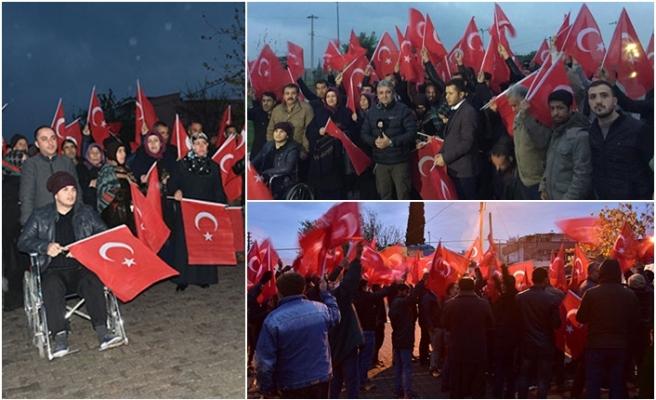 Urfa'da Türk bayrağını alan sınıra koştu