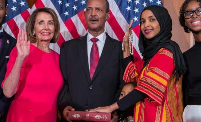 ABD'li Müslüman kongre üyeleri Kur'an'a el basıp yemin etti