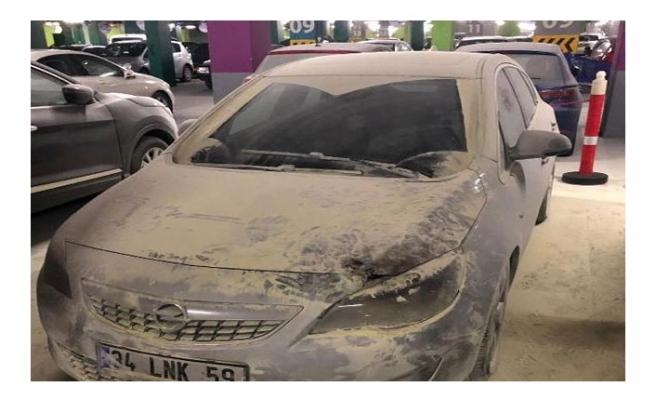 AVM otoparkındaki otomobil yandı