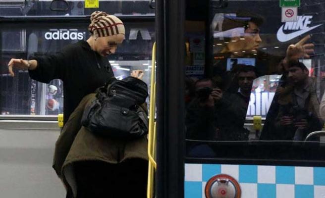 Şişli'de halk otobüsünde ilginç anlar! 'Ayakkabıma kadar çıkardım'