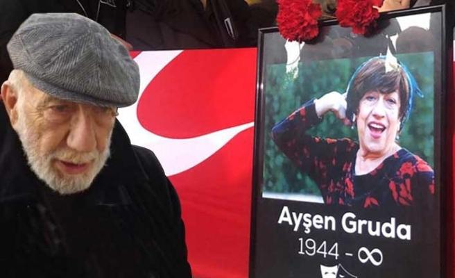 Ayşen Gruda'ya veda ...  Ayşen Gruda'nın eski eşi Yılmaz Gruda'dan cenazede sitem!