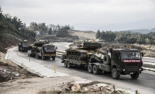 Çeşitli birliklerden sınıra sevkiyat sürüyor
