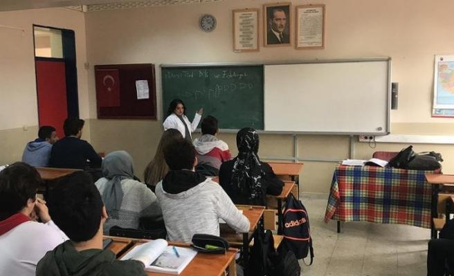 Down sendromlu Aynur'un 'öğretmenlik' hayali gerçek oldu