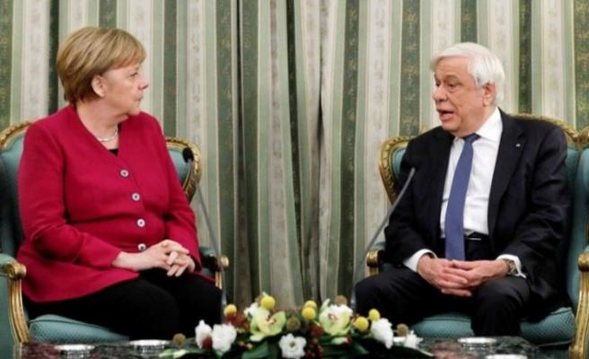 Merkel'in yüzüne söyledi: Tazminatı istiyoruz