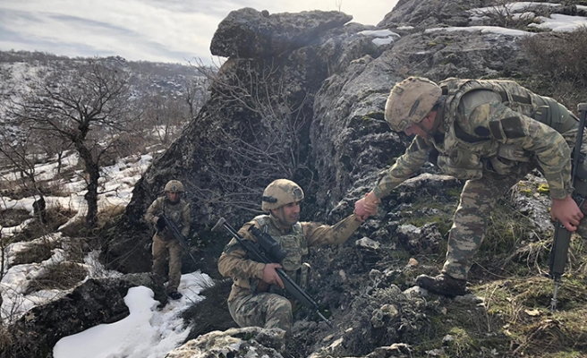 Diyarbakır'da PKK'ya ait 8 sığınak bulundu