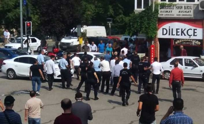 Polise şiddet pes dedirtti
