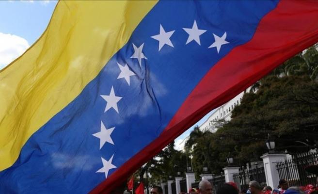Venezuela ABD'deki tüm diplomatik personelini çekiyor