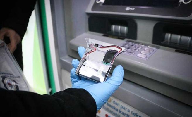 ATM'de kameralı düzenek! Ekipler takipte