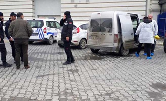 İstanbul'da AVM önünde pompalı tüfekle saldırı