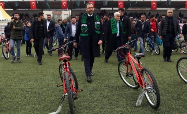 Bakan Kasapoğlu Kilis'te bisiklet dağıtım törenine katıldı